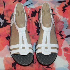 New Clarks Sandals Women size 10